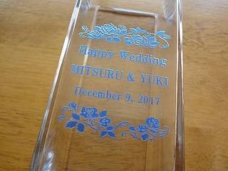 結婚祝いの贈り物用の名入れフラワーベース