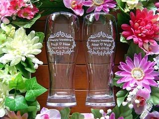 結婚祝いのプレゼント用のペアグラス