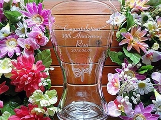 奥さまへの誕生日プレゼント用のガラス花器