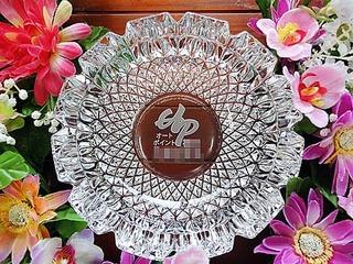 お店のロゴマークを彫刻した周年祝い用のガラス製灰皿