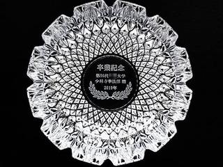 「卒業記念、第56代○○大学少林寺拳法部」を彫刻した、卒業生から部へ寄贈する灰皿