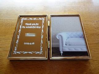 「メッセージ、名前、日付」を彫刻した、退職する同僚への贈り物用の写真立て